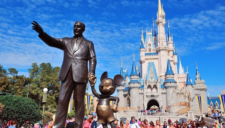 Estátua de Walt Disney no parque Magic Kingdom em Orlando