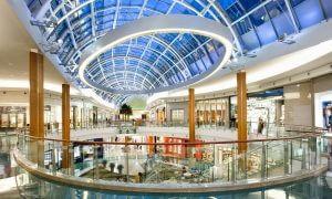 Interior do shopping Mall at Millenia em Orlando