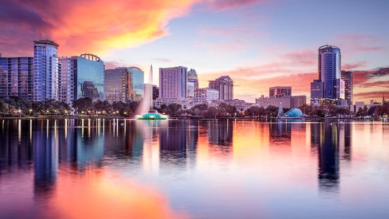 Pôr do sol no Eola Lake em Orlando