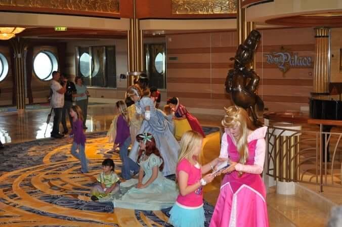 Cruzeiro Disney Dream: encontro com as princesas