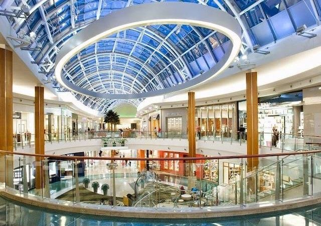 Interior do shopping Mall at Millenia em Orlando