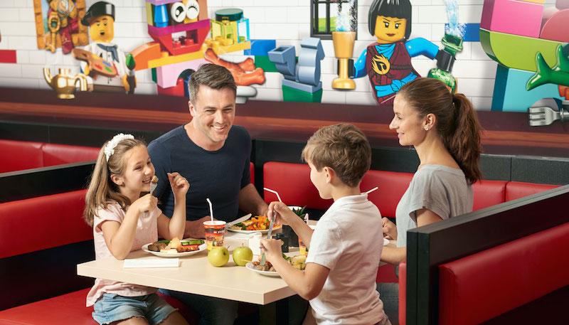 Parque Legoland da LEGO em Orlando: refeição em família