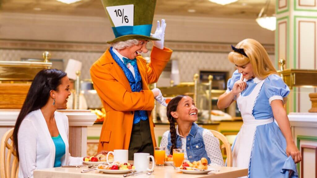 Personagens no restaurante da Disney Orlando