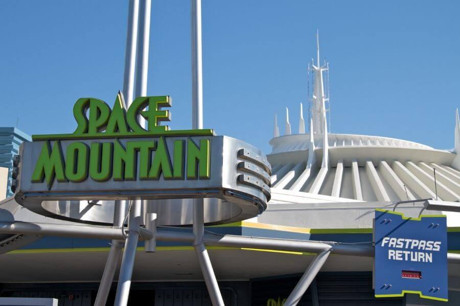 Montanha-russa Space Mountain no parque Magic Kingdom da Disney Orlando