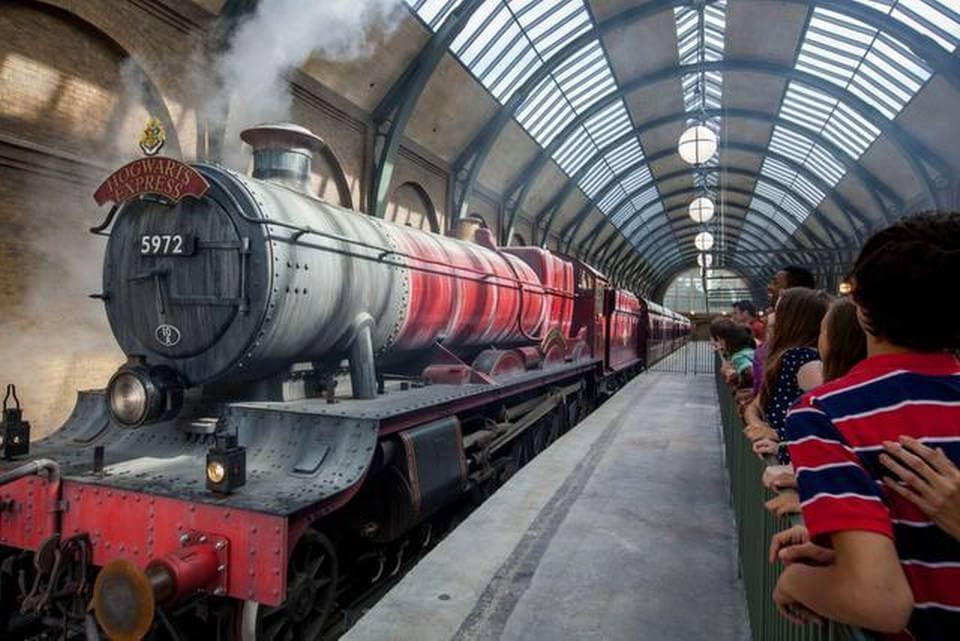 Trem Hogwarts Express no parque Universal Studios em Orlando