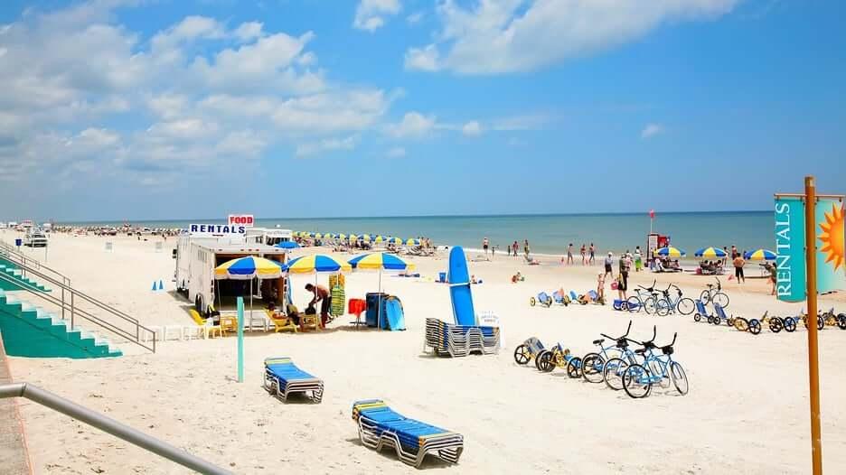 Praia em Daytona Beach: aluguel de cadeira e guarda-sol