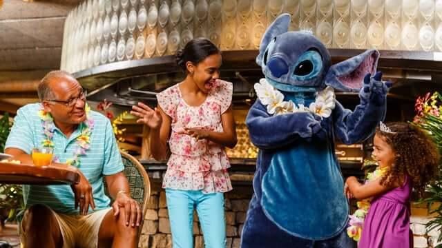 Restaurante Ohana com Lilo e Stitch na Disney Orlando: personagens