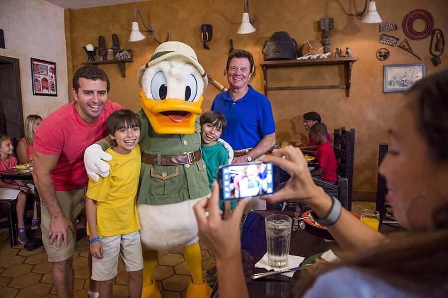 Restaurante Tusker House na Disney Orlando: personagens
