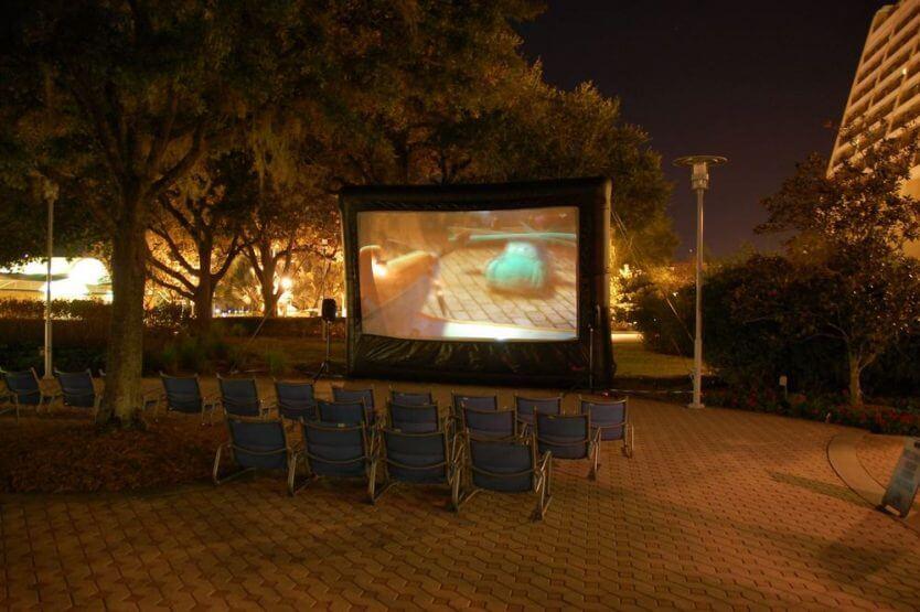 Bay Lake Tower at Disney's Contemporary Resort: Cinema ao ar livre