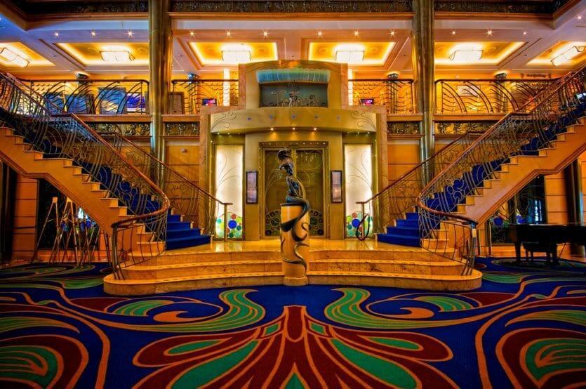 Cruzeiro Disney Wonder: lobby