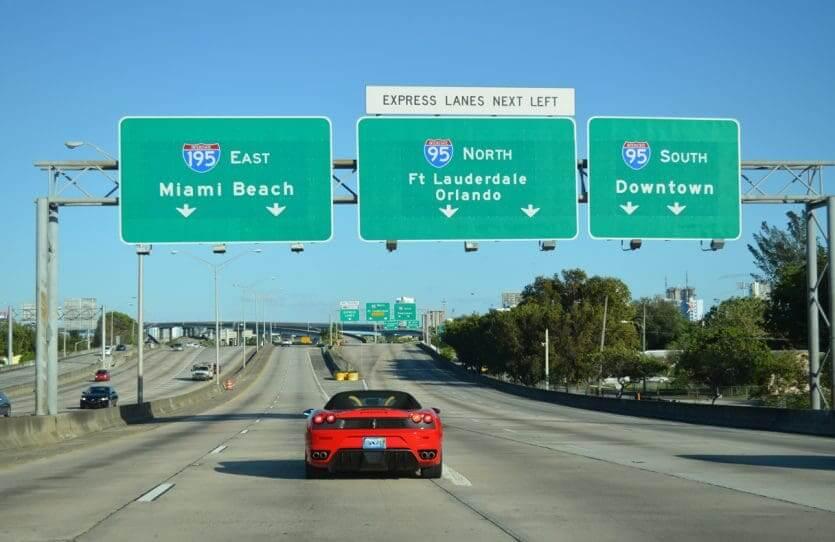 Estrada Interstate 95 entre Orlando e Miami