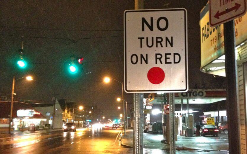 Como dirigir em Orlando: placa No Turn on Red