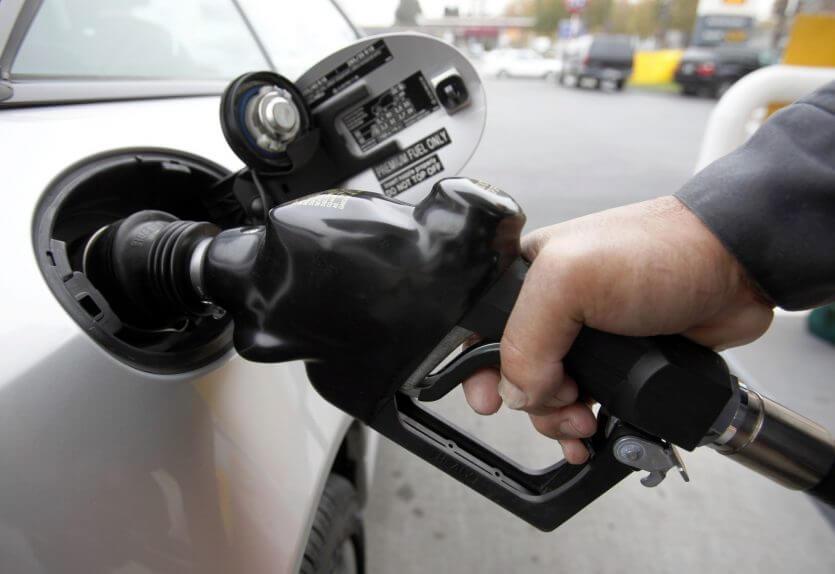 Como dirigir em Orlando: posto de gasolina