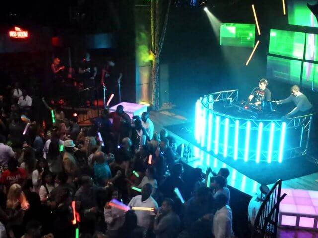 7 baladas em alta em Orlando: The Groove