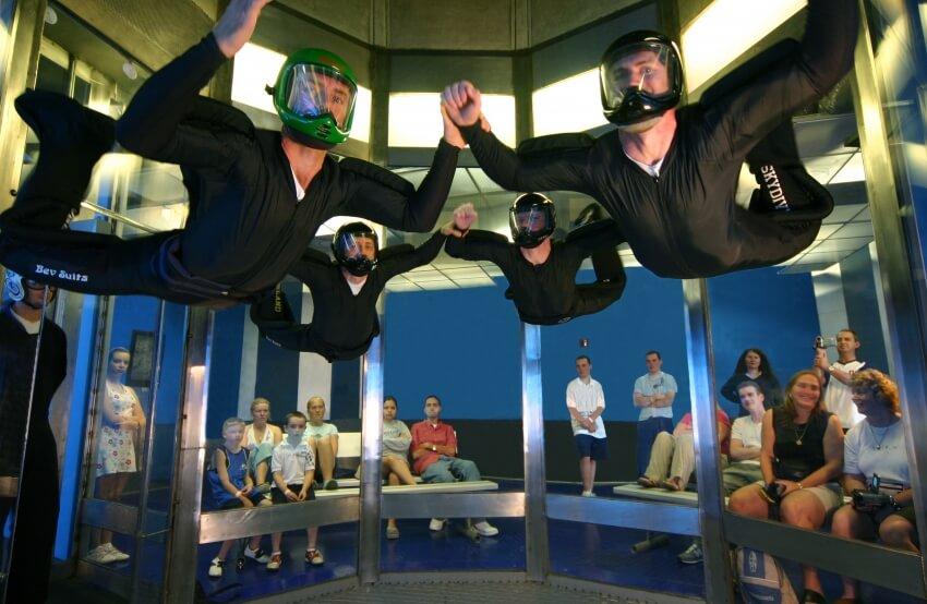 Simulador de salto de paraquedas iFly em Orlando: simulador