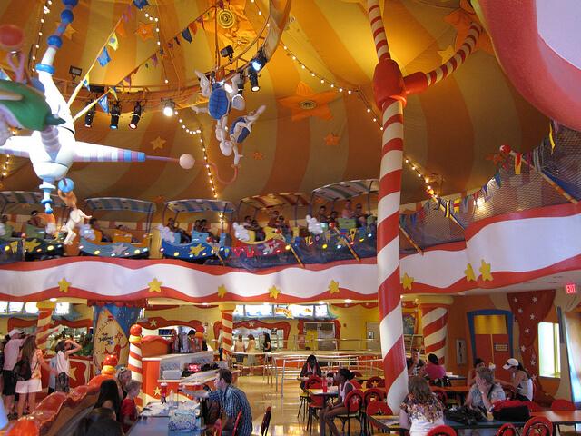 Restaurantes com personagens em Orlando: restaurante Circus McGurkus Universal