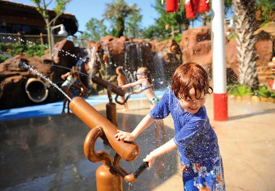 Crianças no parque Animal Kingdom da Disney Orlando
