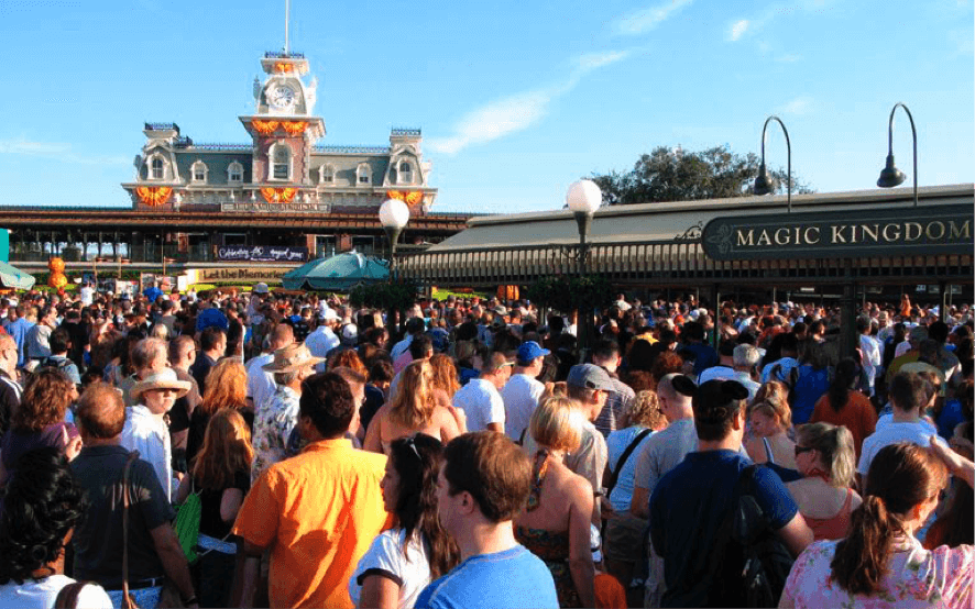 Fila no parque Magic Kingdom da Disney Orlando