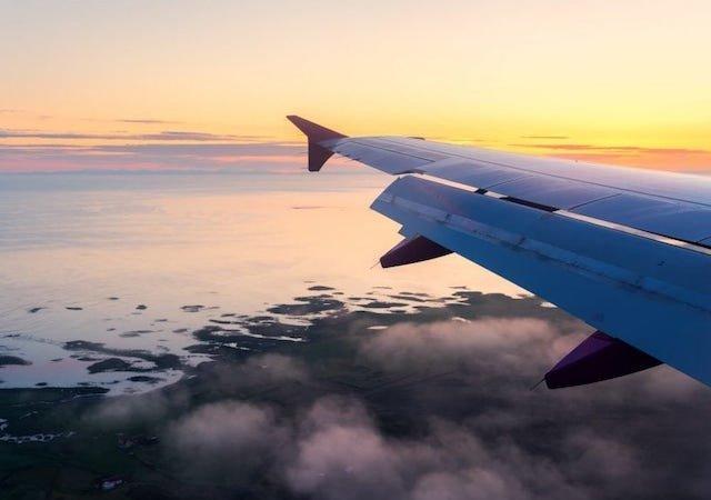 Qual o tempo de viagem de avião até Orlando?