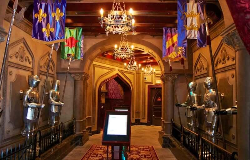 Restaurante Be Our Guest da Bela e a Fera na Disney Orlando: dentro do restaurante