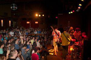 Balada The Social em Orlando: palco de shows