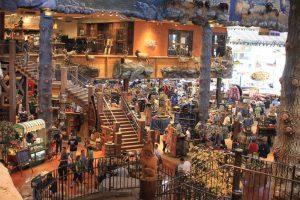 Loja de pesca Bass Pro Shops em Orlando: interior da loja