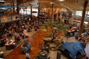 Loja de pesca Bass Pro Shops em Orlando: artigos para atividades ao ar livre