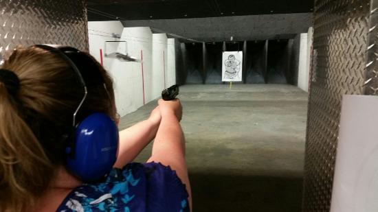 Tiro com armas no Orlando Gun Club em Orlando 1