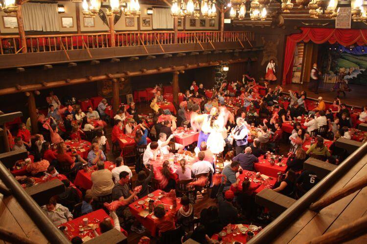 Hoop-Dee-Doo Musical Revue na Disney em Orlando: restaurante e show
