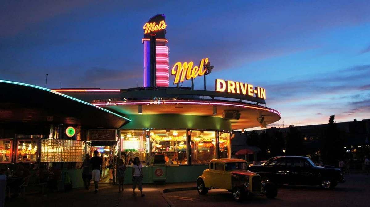 Restaurante Mel's Drive-In no parque Universal Studios em Orlando