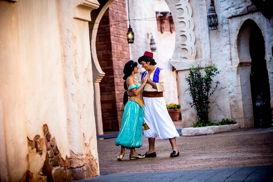 Aladdin e Jasmine no pavilhão Marrocos no parque Epcot da Disney Orlando