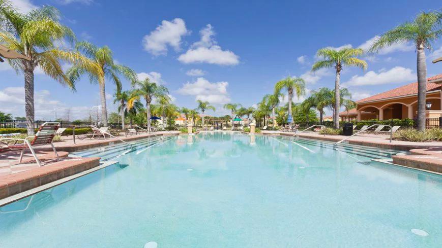 Condomínio de casas Bella Vida Resort em Orlando: piscina
