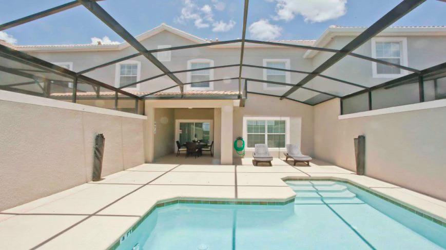 Condomínio de casas Storey Lake Resort em Orlando: piscina da casa