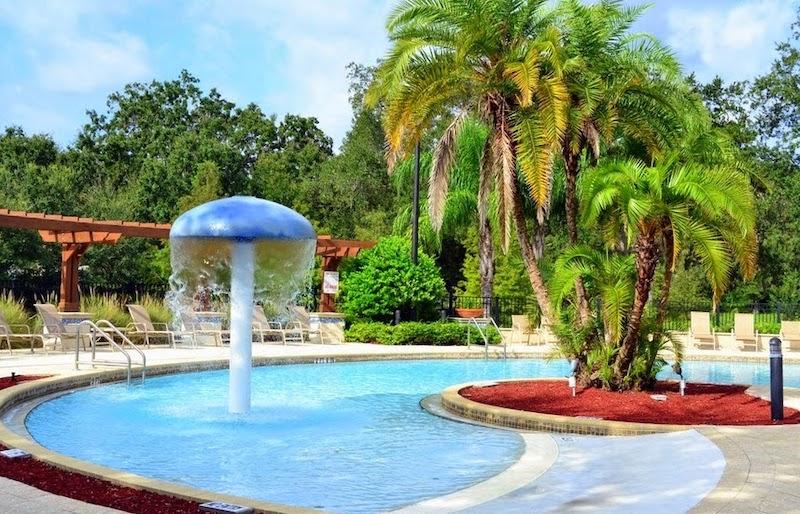 Condomínio de casas Lucaya Village Resort em Orlando: área da piscina