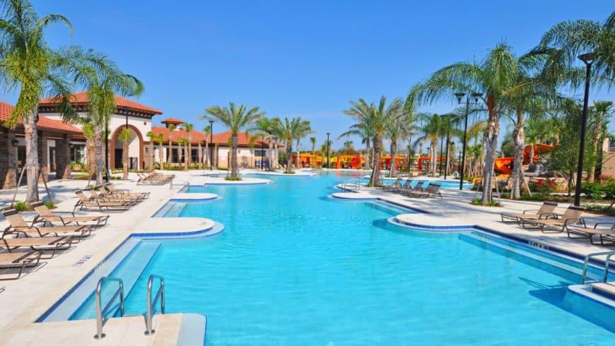 Piscina do condomínio de casas Solterra Resort em Orlando