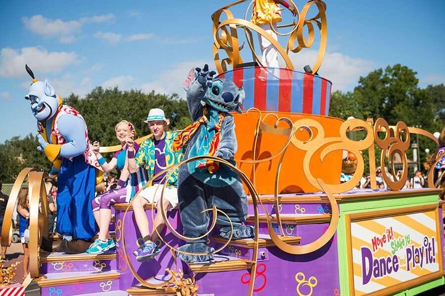 Shows, paradas e apresentações no parque Disney Magic Kingdom Orlando: Move It! Shake It! Dance & Play It! Street Party