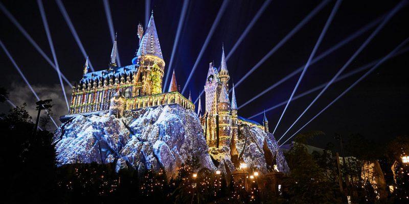 Shows, paradas e apresentações no parque Islands of Adventure em Orlando: The Magic of Christmas at Hogwarts