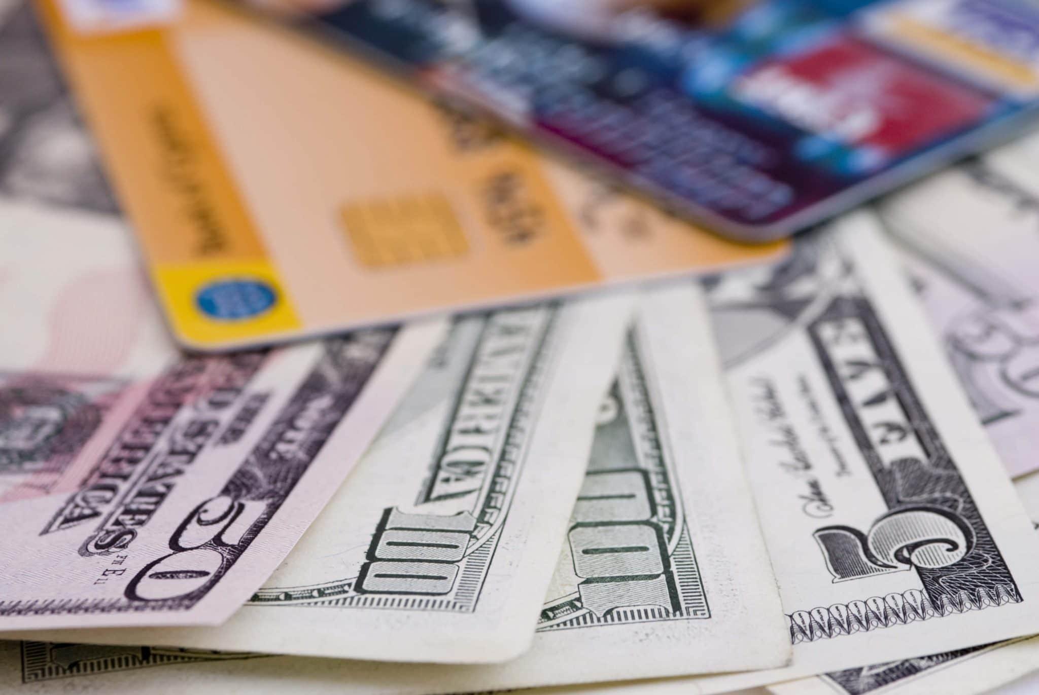 Dinheiro e cartões em Orlando