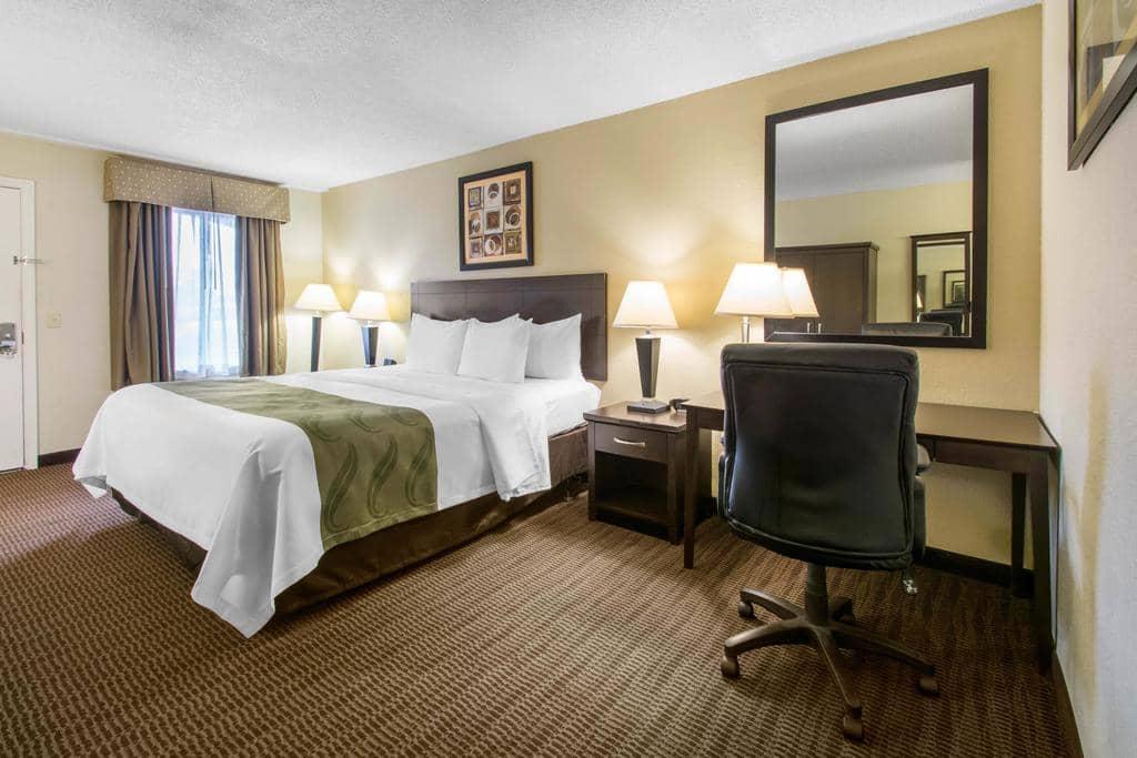 Dicas de hotéis em Daytona Beach: Hotel Quality Inn Daytona Speedway - quarto