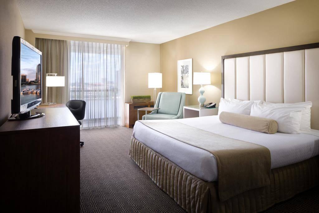 Hotéis de luxo em Jacksonville: HotelDoubleTree by Hilton - quarto