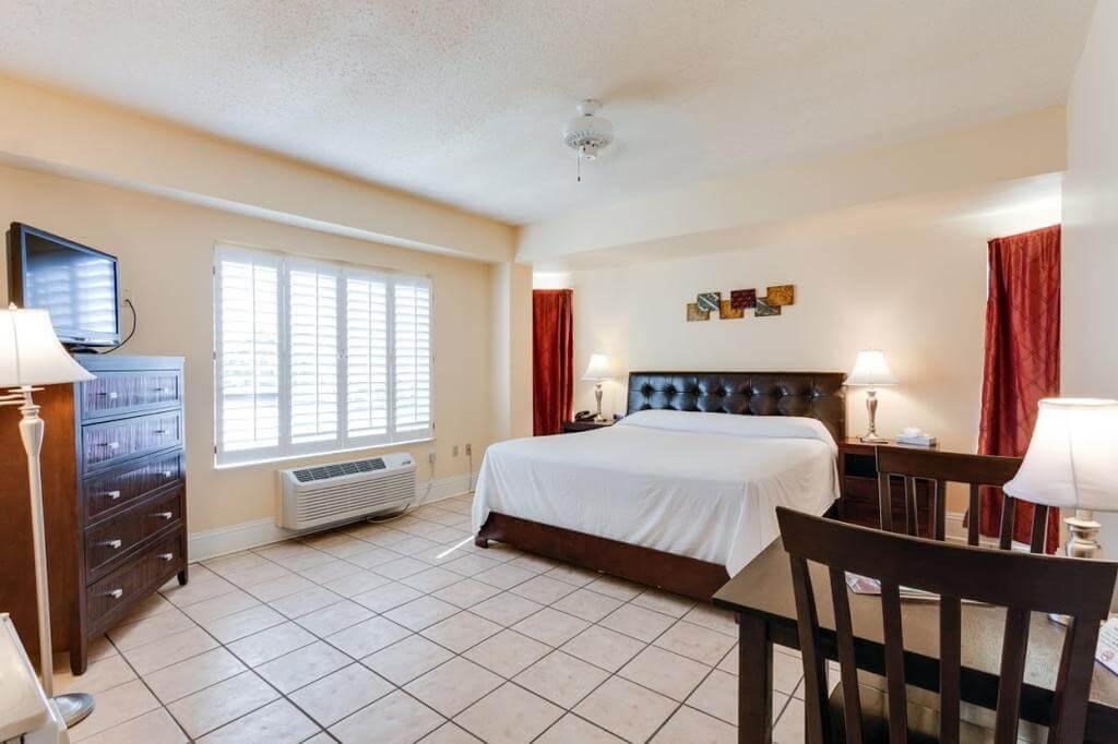 Hotéis bons e baratos em Naples: Hotel Naples Park Central - quarto