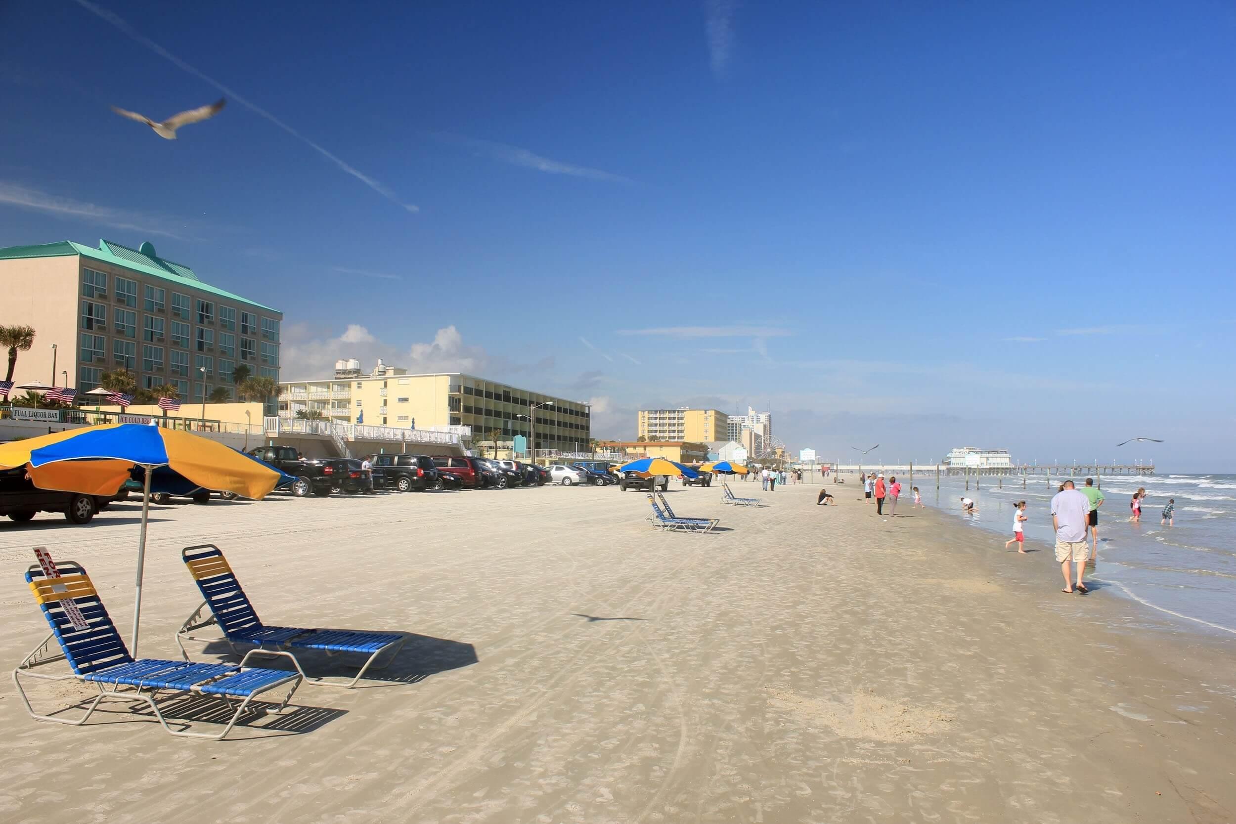 Praia em Daytona Beach: verão