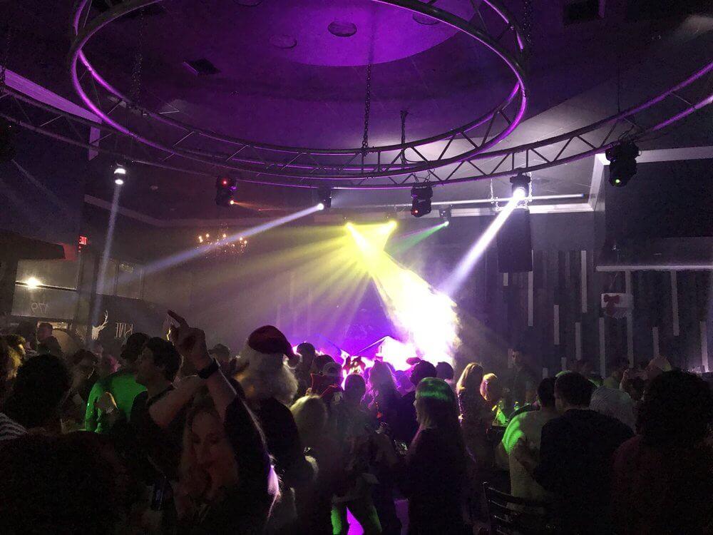 O que fazer à noite em São Petersburgo: balada The Estate