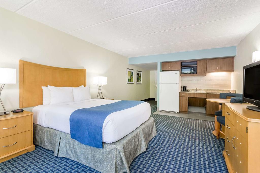 Hotéis bons e baratos em Cocoa Beach: Hotel Days Inn by Wyndham - quarto