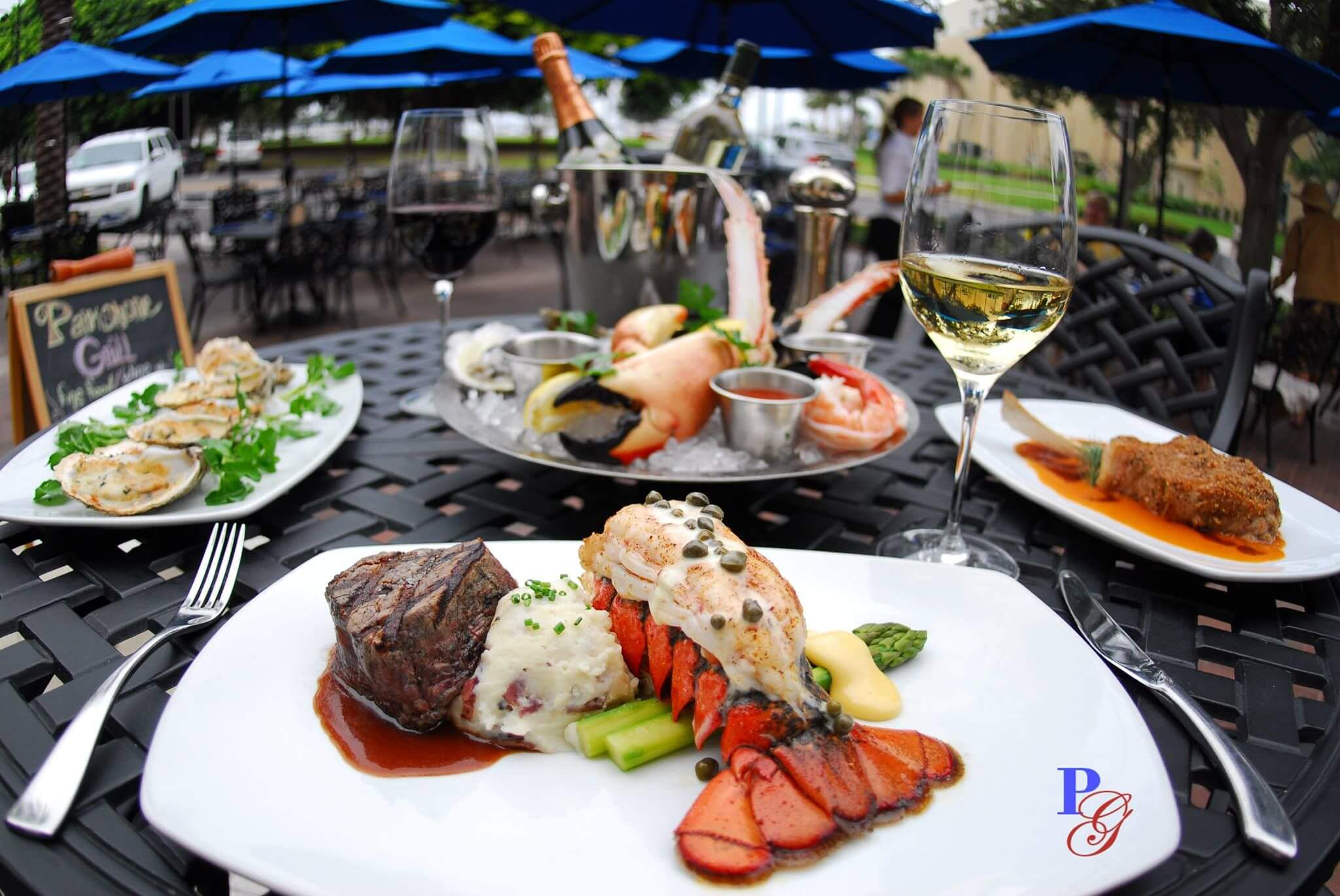 Comida no restaurante Parkshore Grill