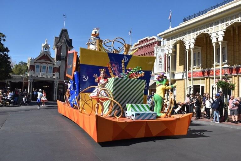 Mickey & Minnie's Surprise Celebration no Magic Kingdom da Disney Orlando: Move It! Shake It! MousekeDance It!