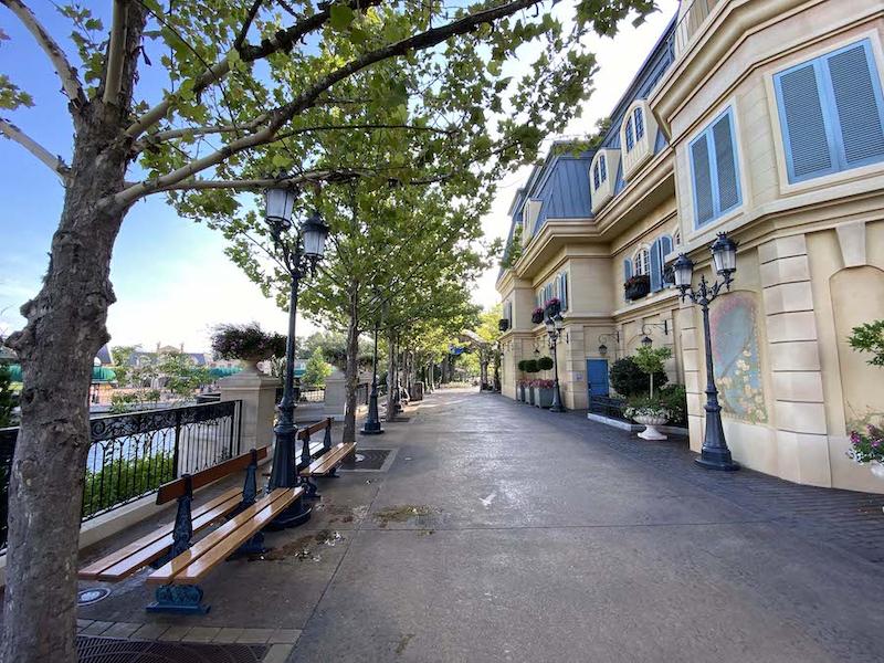 Área expandida no Pavilhão da França no Epcot da Disney Orando