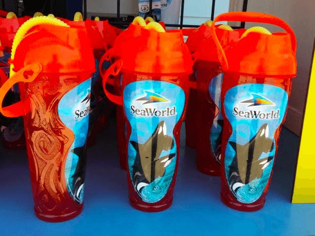Copo com refil de bebidas no SeaWorld Orlando