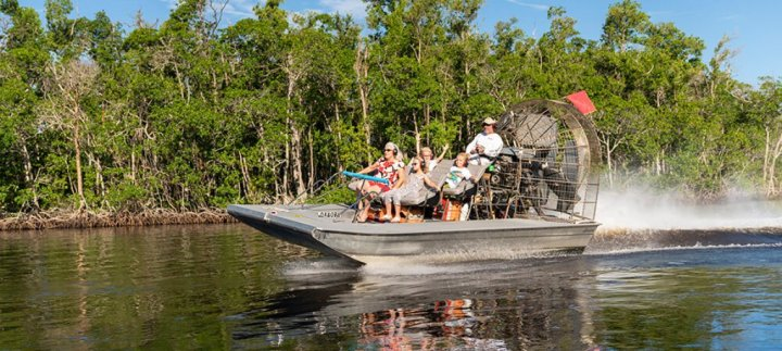 Passeio de aerobarco no Parque Nacional de Everglades