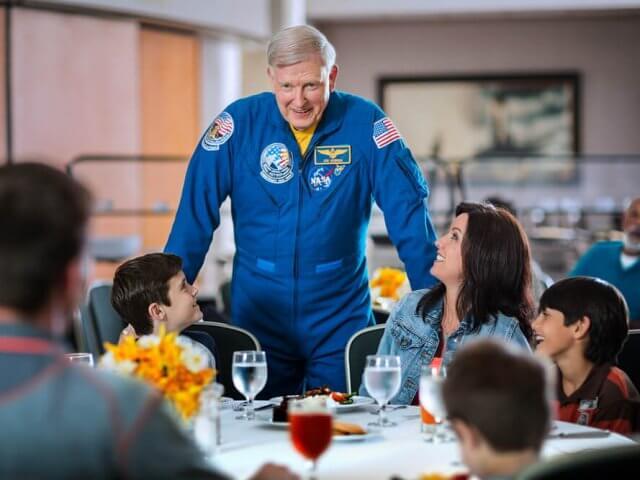 Almoço com astronauta da NASA em Orlando